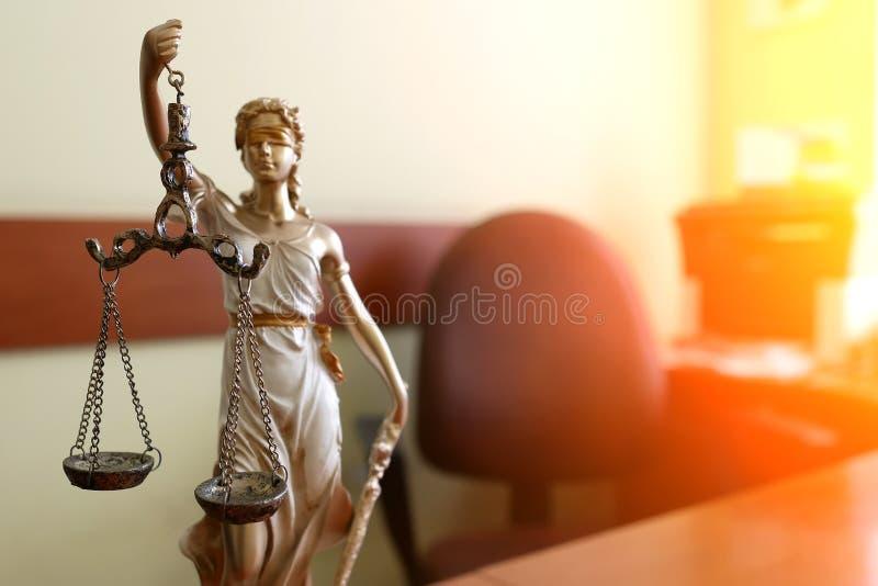 La statua del simbolo della giustizia, immagine legale di concetto di legge fotografie stock