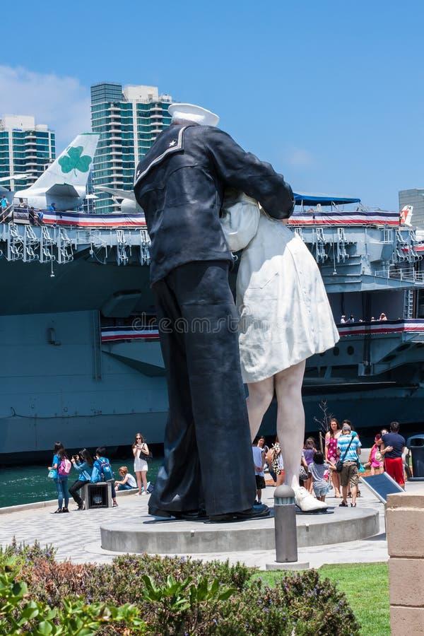 La statua di bacio a San Diego, California fotografia stock libera da diritti