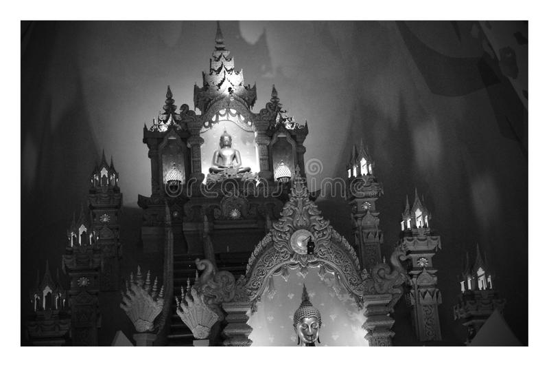La statua di Buddha è sacra Culto nel buddismo fotografia stock