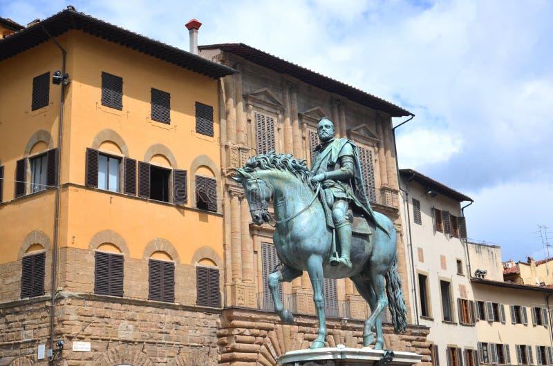 La statua di Cosimo I de Medici sul della Signoria della piazza a Firenze, Italia fotografia stock libera da diritti