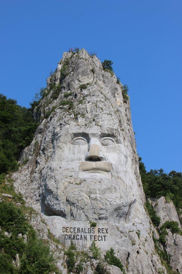 La statua di Decebalus sul Danubio fotografie stock