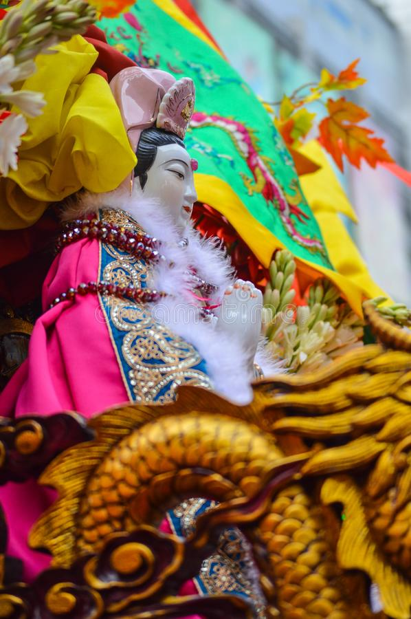 La statua di Guan Yin è sfoggiata sulla celebrazione cinese del nuovo anno fotografia stock