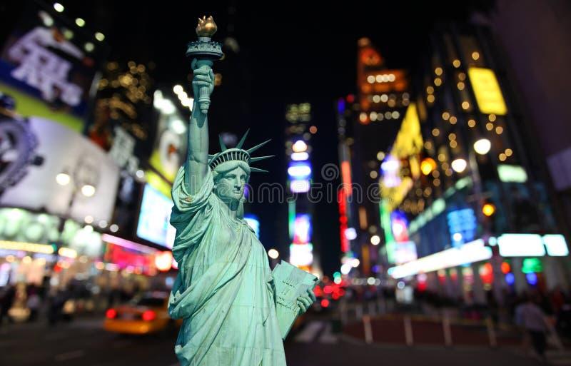 La statua di libertà e del Times Square fotografia stock libera da diritti