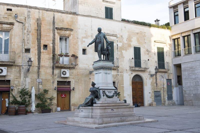 La statua di Sigismondo Castromediano e la personificazione di libertà in Lecce, Italia fotografie stock