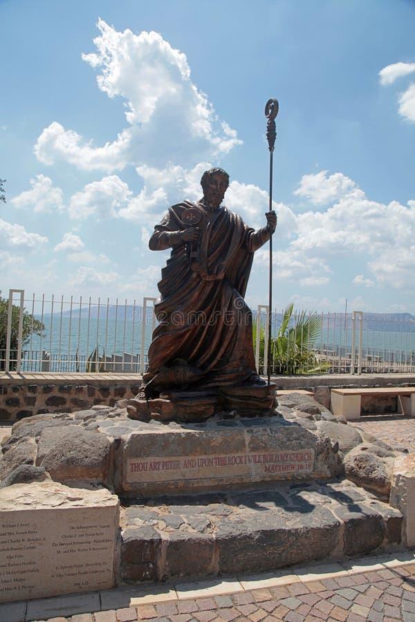 La statua di St Peter a Capharnaum, Israele fotografia stock libera da diritti