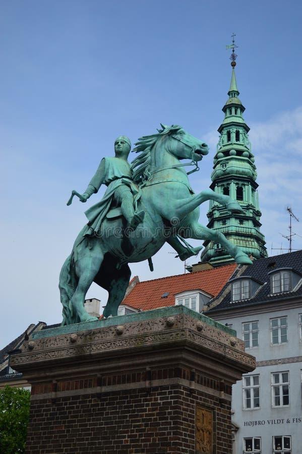 La statua equestre del vescovo Absalon fotografia stock libera da diritti
