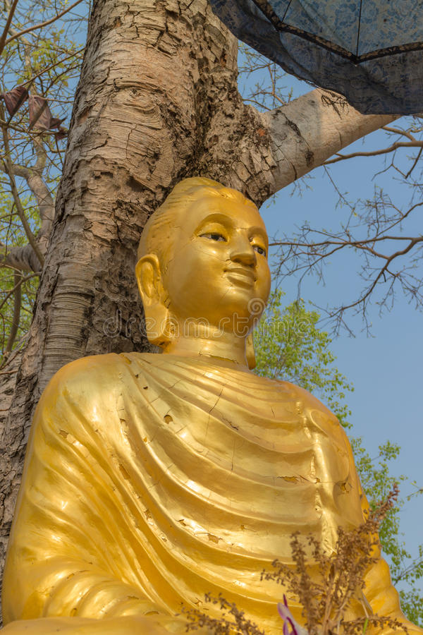 La statue antique de Bouddha d'or photo stock