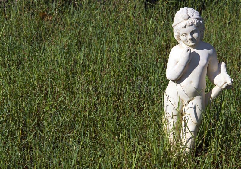 La statue archaïque grecque a trouvé chez Dion antique images stock