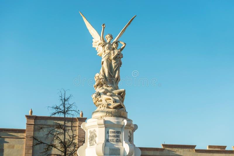 La statue a consacré au saltillense Acula de Manuel de poète sur la plaza Acuna photos libres de droits