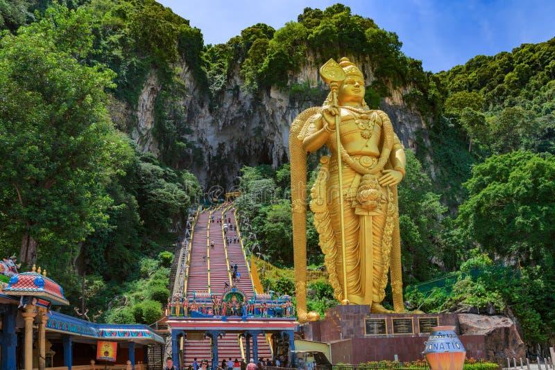 La statue d'un dieu indou Muragan chez Batu foudroie, Kuala photo libre de droits