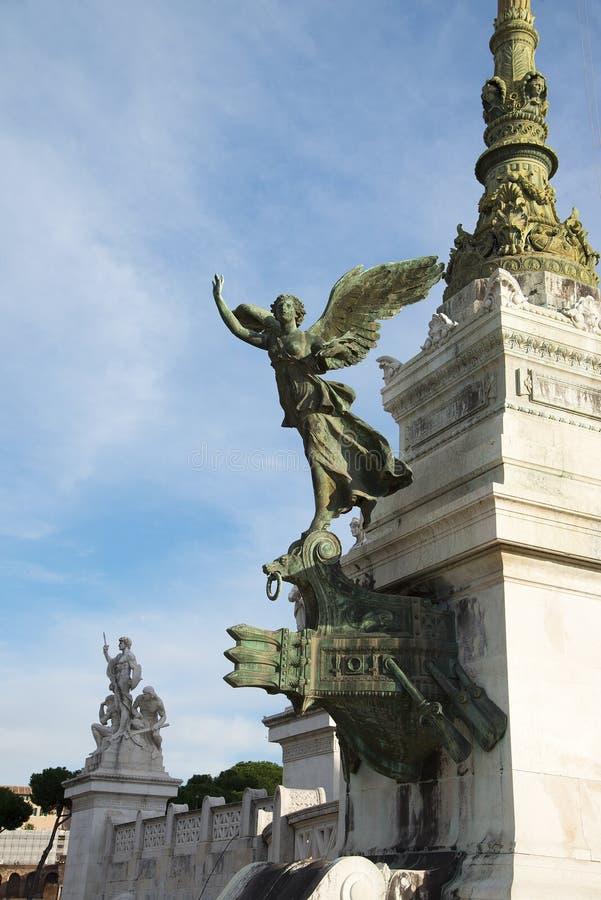 La statue d'une femme à ailes dans le monument à Victor Emmanuel II Autel de la patrie à la place Piazza Venezia de Venise, images stock
