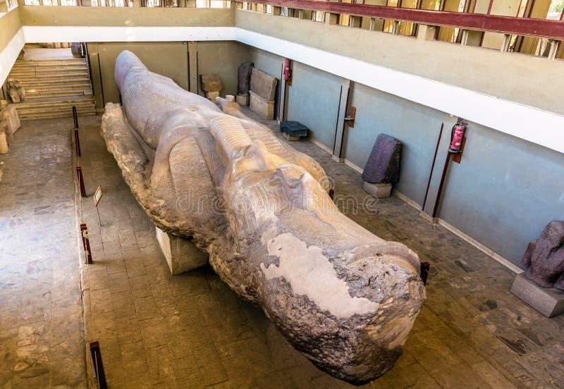 La statue de 3200 ans de Ramesses II à Memphis - en Egypte image stock