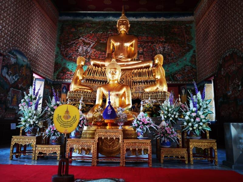 La statue de Bouddha est une belle architecture photos libres de droits