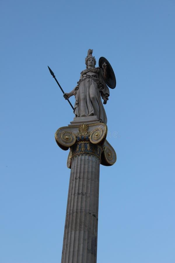 La statue de la déesse Athéna de l'académie moderne d'Athènes Grèce photographie stock libre de droits