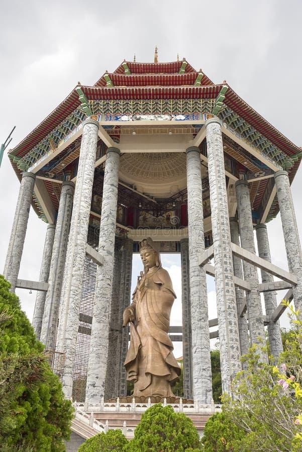 La statue de Kuan Yin chez le Kek Lok Si Temple images libres de droits