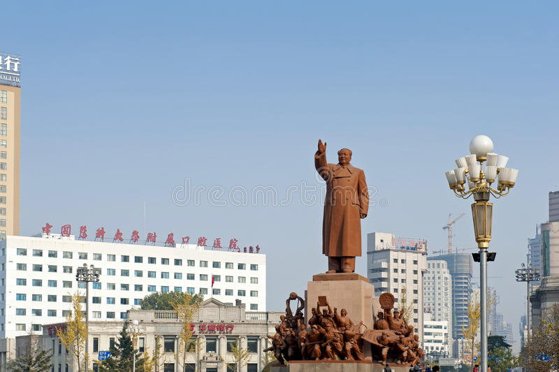 La statue de Mao Zedong images stock