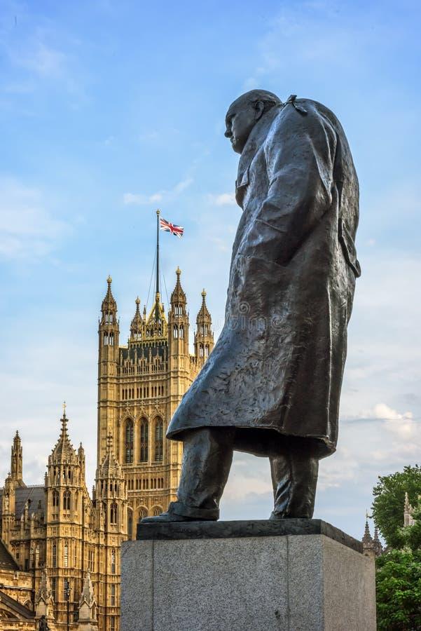 Download La Statue De Sir Winston Churchill, Le Parlement Ajustent, Londres Image stock éditorial - Image du course, churchill: 56491134