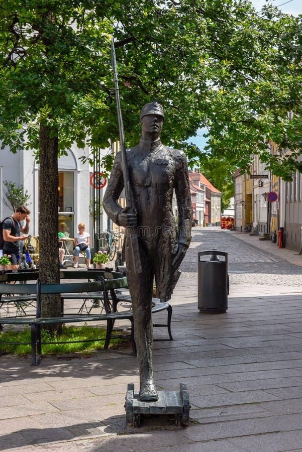 La statue de soldat de bidon du conte de l'auteur H C Andersen à Odense sur le Danemark image stock