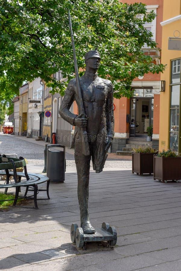 La statue de soldat de bidon du conte de l'auteur H C Andersen à Odense sur le Danemark photographie stock libre de droits