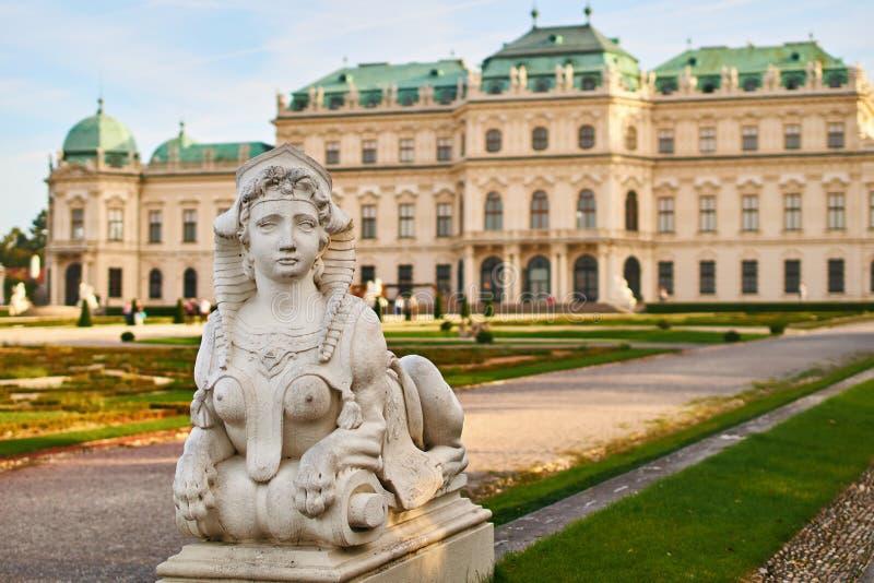 La statue de sphinx dans le palais de belvédère fait du jardinage, Vienne, Autriche photo stock