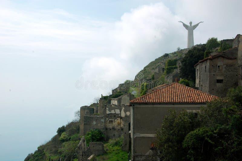 La statue du Christ le rédempteur de Maratea sur le dessus du saint Biagio de montagne jour photo libre de droits