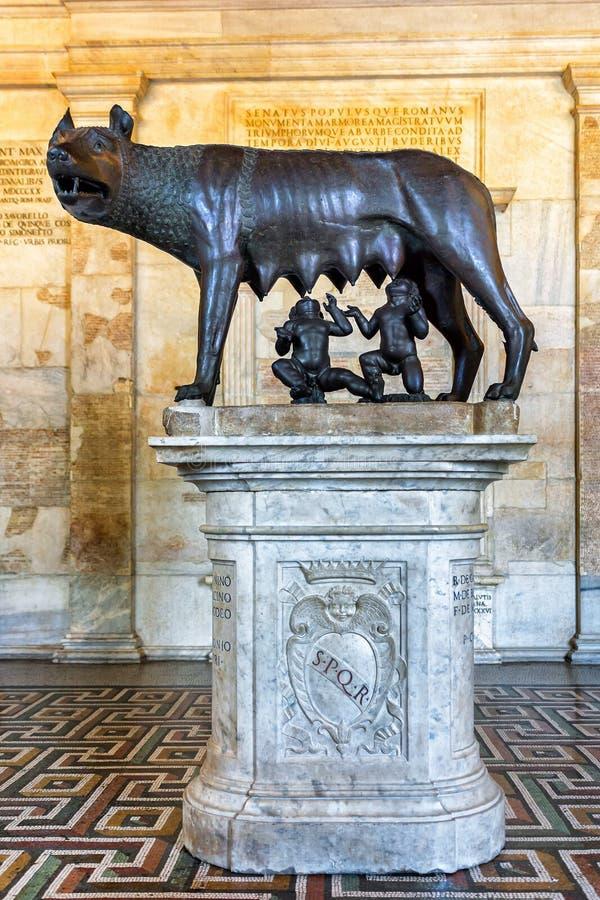 La statue du loup de Capitoline à Rome photo libre de droits