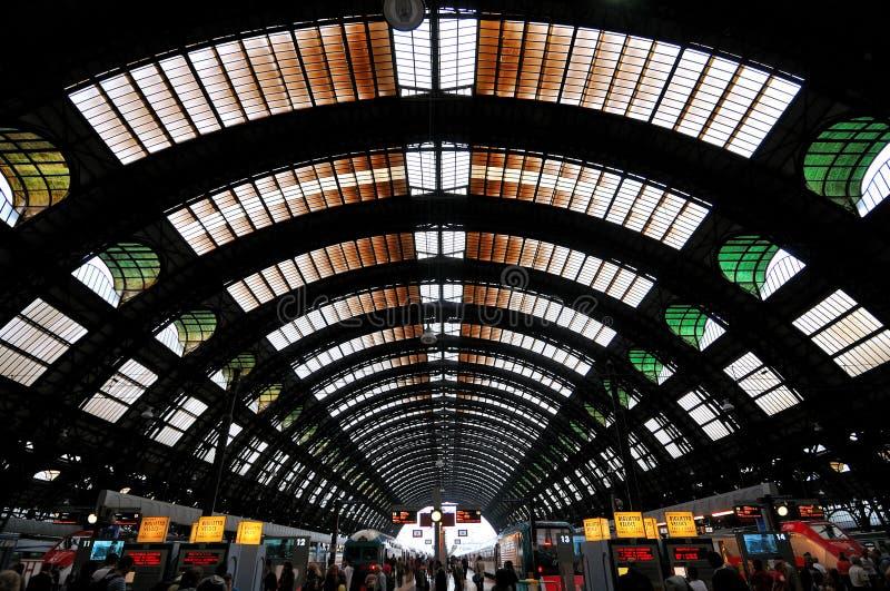 La stazione centrale a Milano, Italia fotografie stock