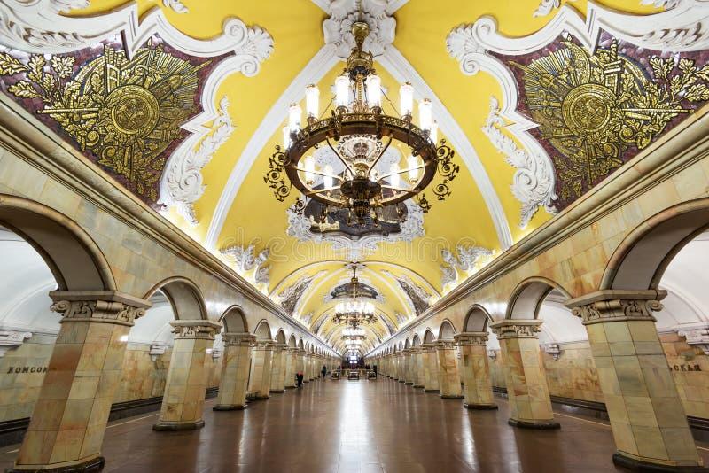 La stazione della metropolitana Komsomolskaya a Mosca, Russia immagine stock libera da diritti