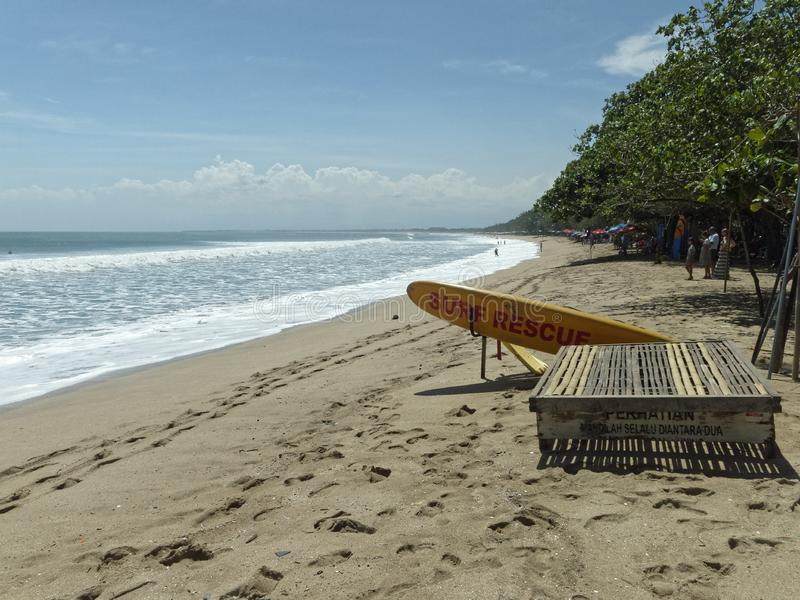 La stazione di salvataggio della spuma sulla spiaggia fotografia stock libera da diritti