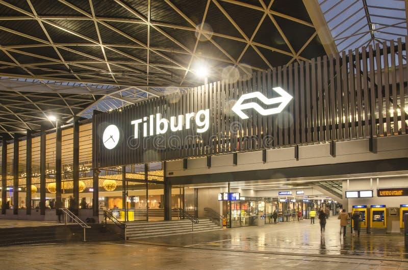 La stazione di Tilburg in una serata di pioggia fotografia stock