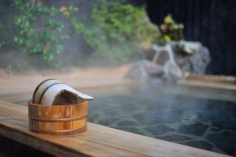 La stazione termale calda dell'aria aperta giapponese onsen fotografia stock libera da diritti