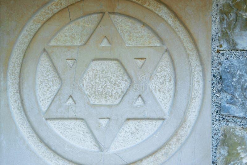 La stella di Davide incisa nel marmo - simbolo tradizionale di ebreo moderno fotografie stock libere da diritti