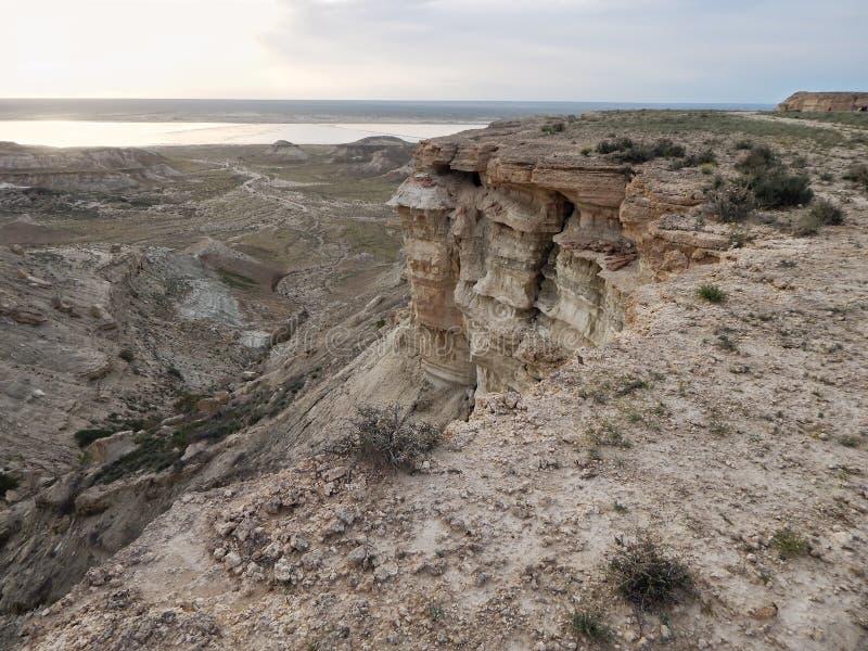 La steppe bascule le paysage aride de cavité images stock