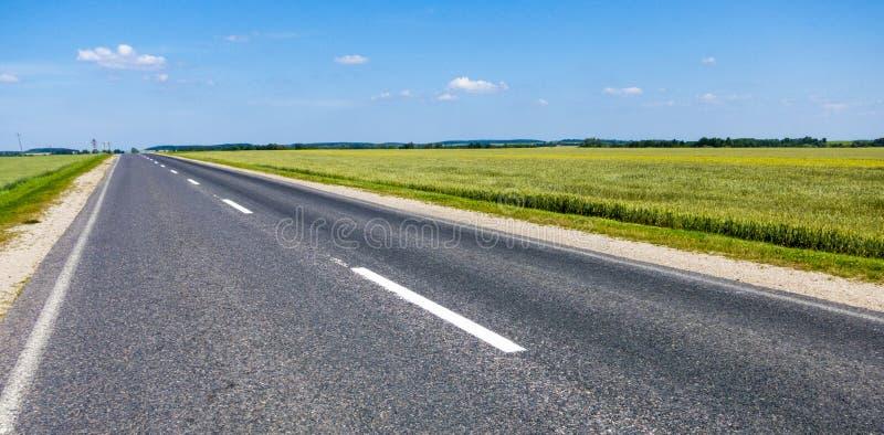 La strada all'orizzonte immagine stock
