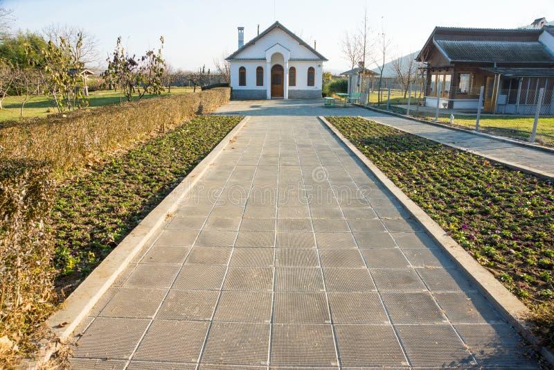 La strada alla casa di Vanga in Rupite, Bulgaria, dicembre fotografia stock