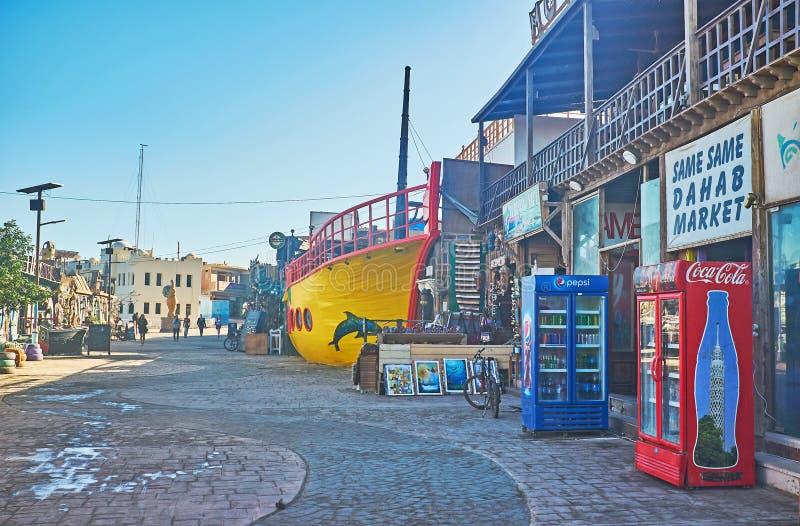 La strada dei negozi di Dahab, Sinai, Egitto fotografie stock libere da diritti