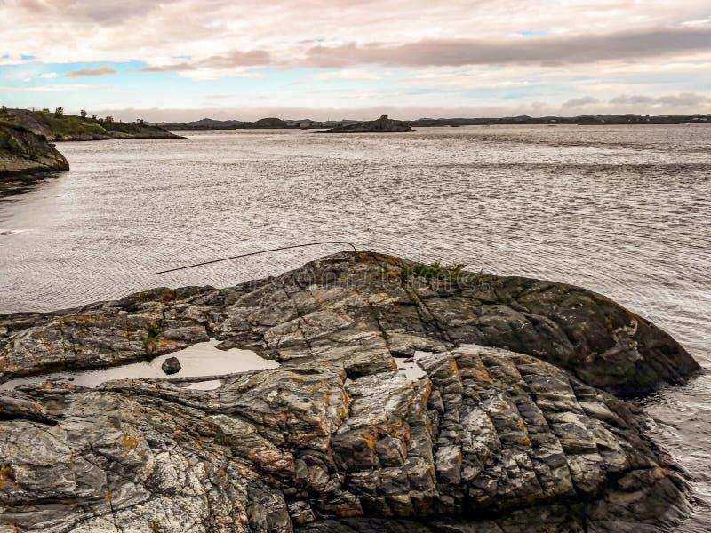 La strada dell'Oceano Atlantico - Atlanterhavsveien in Norvegia Costruzione in Molde fotografie stock libere da diritti