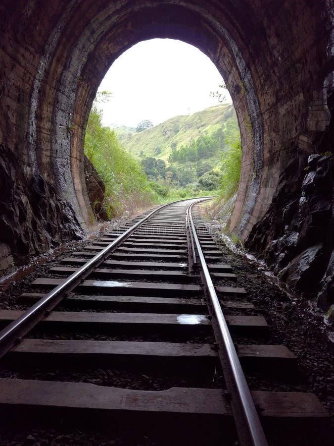 La strada ferroviaria tramite il tunnel fotografia stock libera da diritti