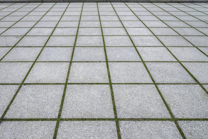 la strada ha pavimentato le pietre di un passaggio pedonale, di un fondo e di un modello del mattone fotografie stock