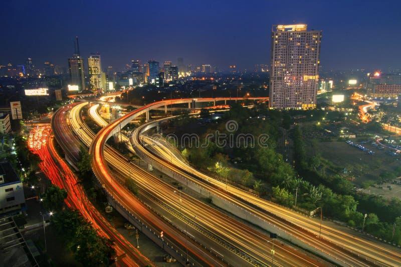 La strada principale sta emettendo luce fotografia stock libera da diritti