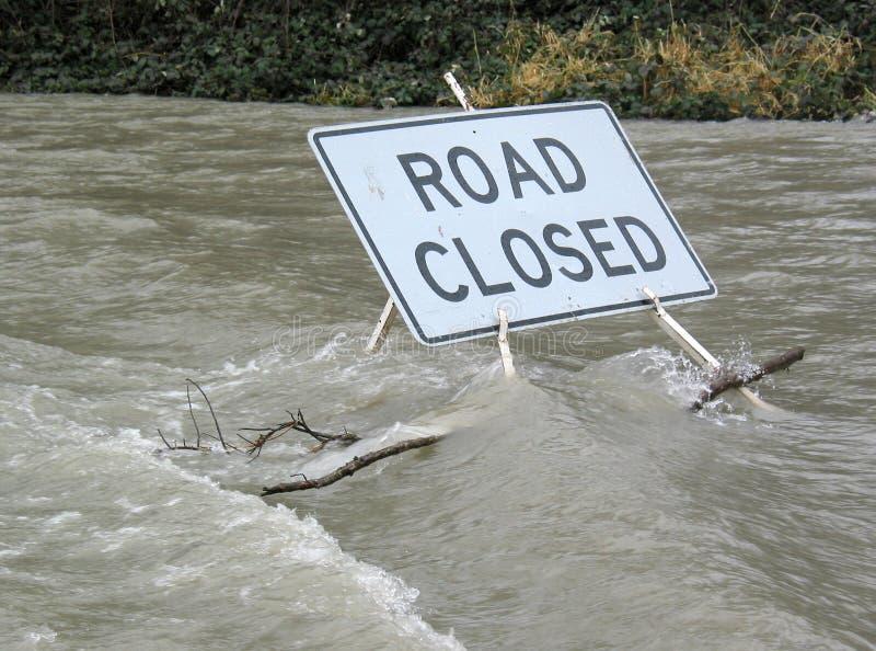 La strada si è chiusa dall'Water fotografia stock