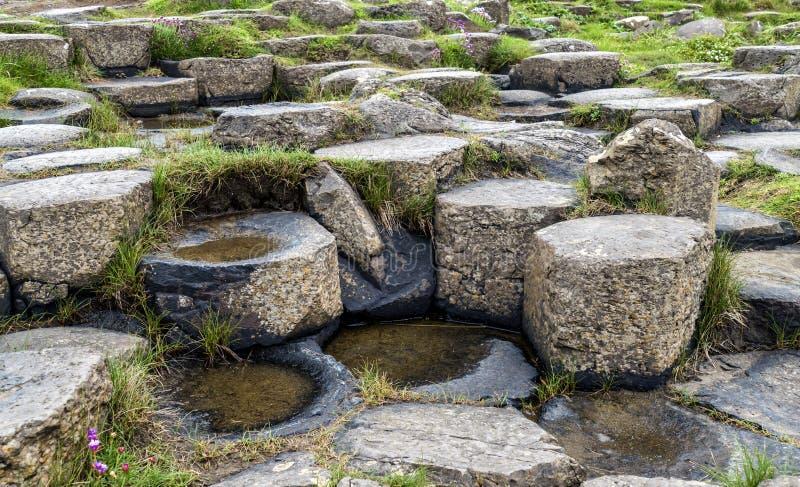 La strada soprelevata Irlanda del nord del gigante delle pietre immagini stock libere da diritti