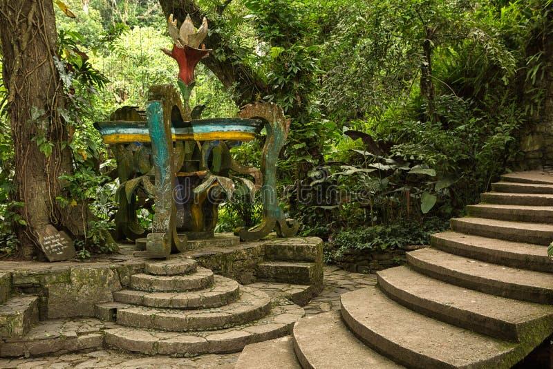 La structure en béton chez Edward James fait du jardinage Xilitla Mexique photos libres de droits