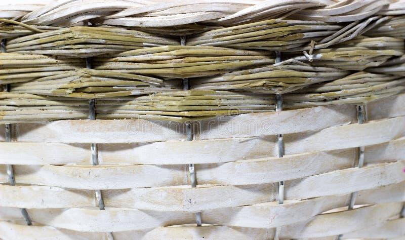 La structure et le fond du panier en osier Texture ronde de modèle Armure verticale et horizontale photos libres de droits