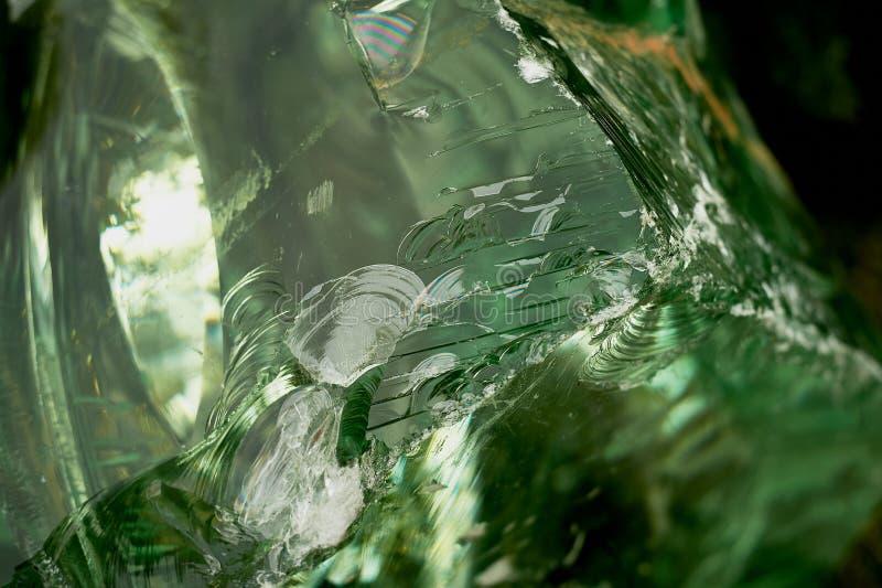 La struttura è un pezzo di vetro verde scheggiato Luminoso e bello fotografia stock