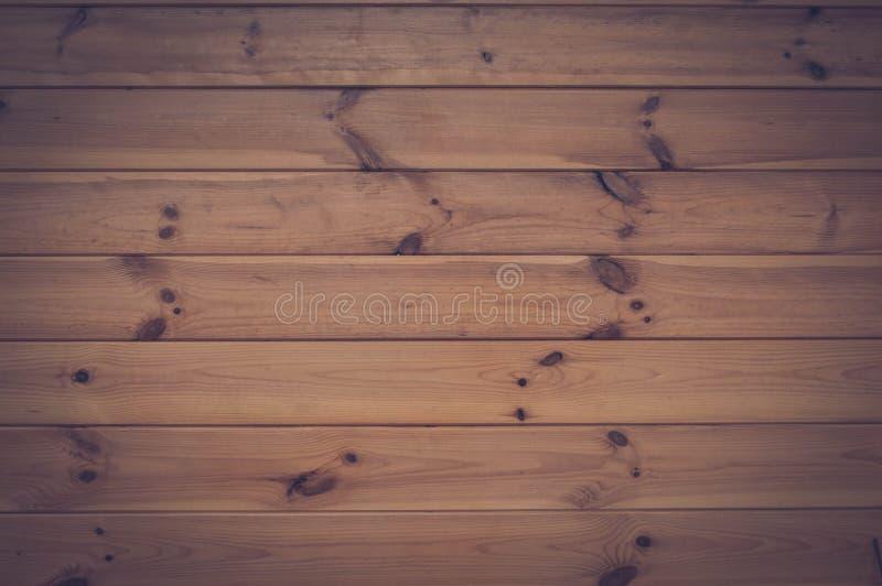 La struttura dei bordi orizzontali di legno naturali con le cuciture e dei nodi dipinti con vernice incolore per legno I cenni st fotografia stock libera da diritti