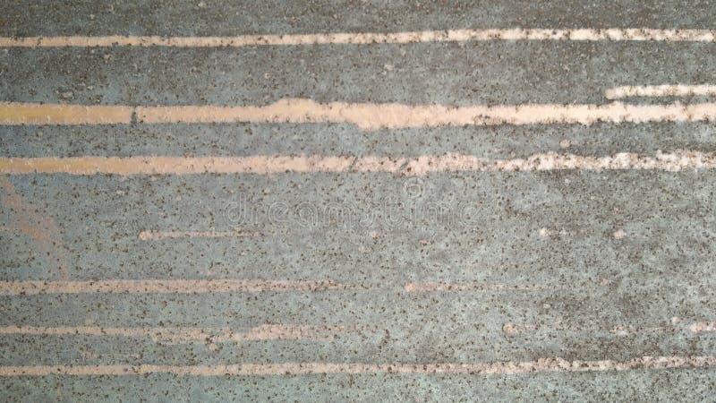 La struttura del metallo invecchiato sparpagliato con ruggine e colla dagli annunci Struttura naturale astratta per la decorazion fotografie stock