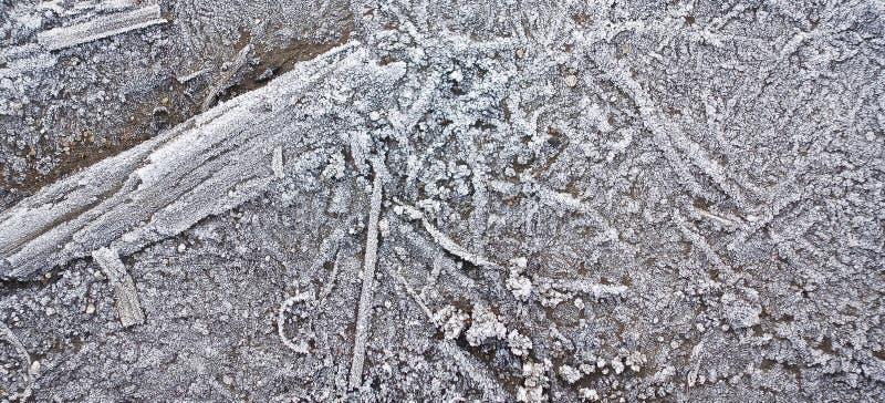 La struttura di legno del fondo ha coperto la brina nell'inverno immagine stock