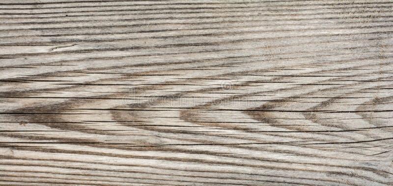 La struttura di vecchio legno incrinato sbiadito, pannello di legno consumato, si chiude sul fondo dell'astrazione immagini stock libere da diritti