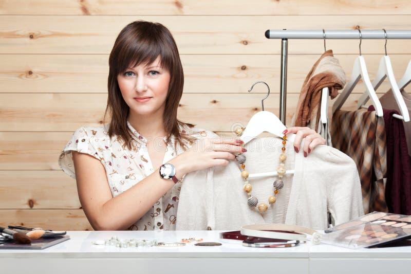 La styliste du femme images stock